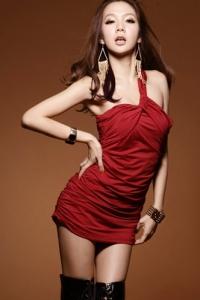 '.Изящное красное платье с одной бретелью .'