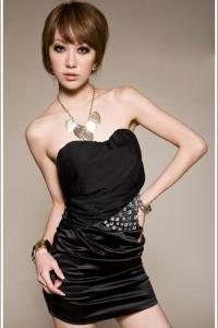 '.Черное мини-платье без бретелей .'