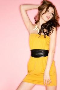 '.Платье желтое без рукавов .'