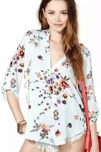 '.Цветочная блузка с длинным рукавом .'
