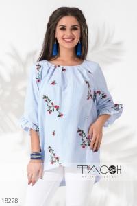 '.Блузка с цветочной вышивкой .'