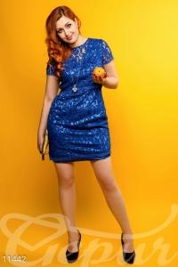 '.Нарядное яркое платье из атласа .'